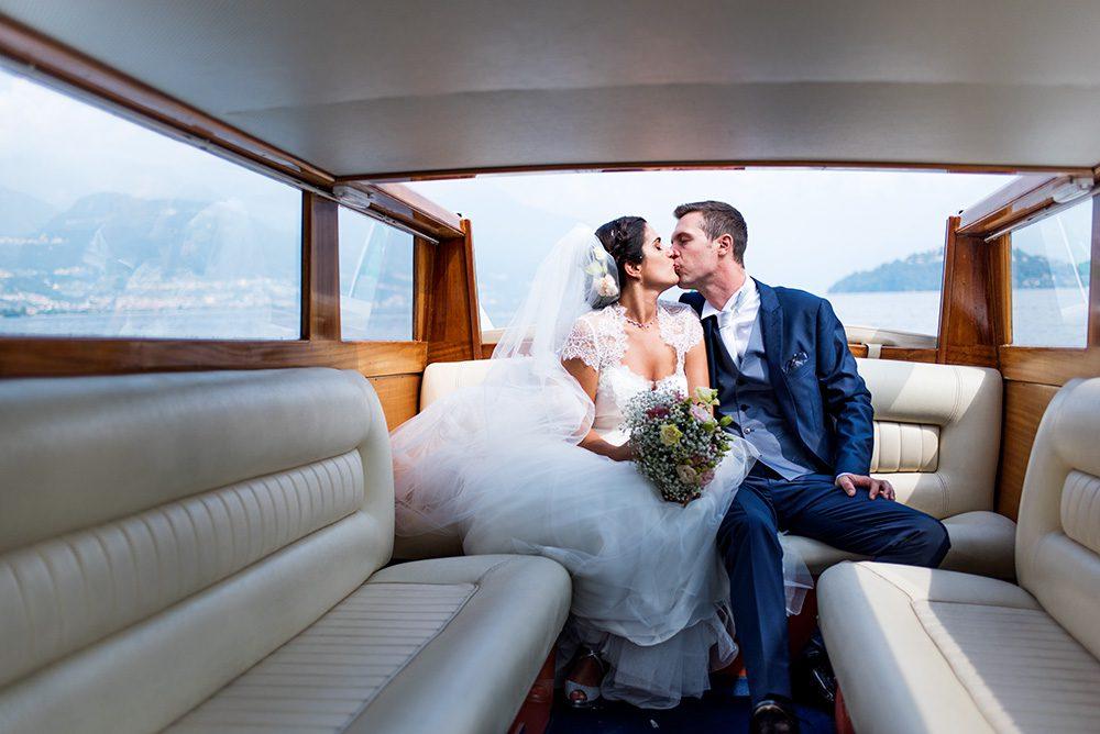 AAAAA 01 bacio sposi barca