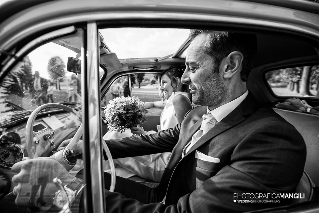 AAAAA 01 sposi in auto