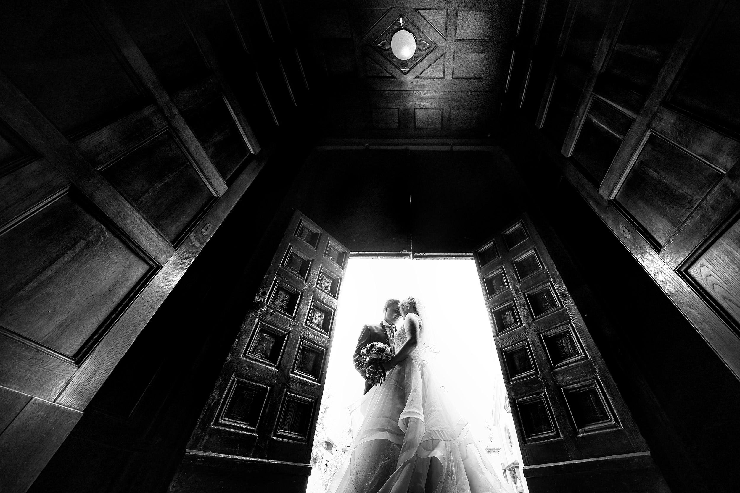 000 reportage uscita chiesa sposi foto matrimonio bergamo bianco nero 1