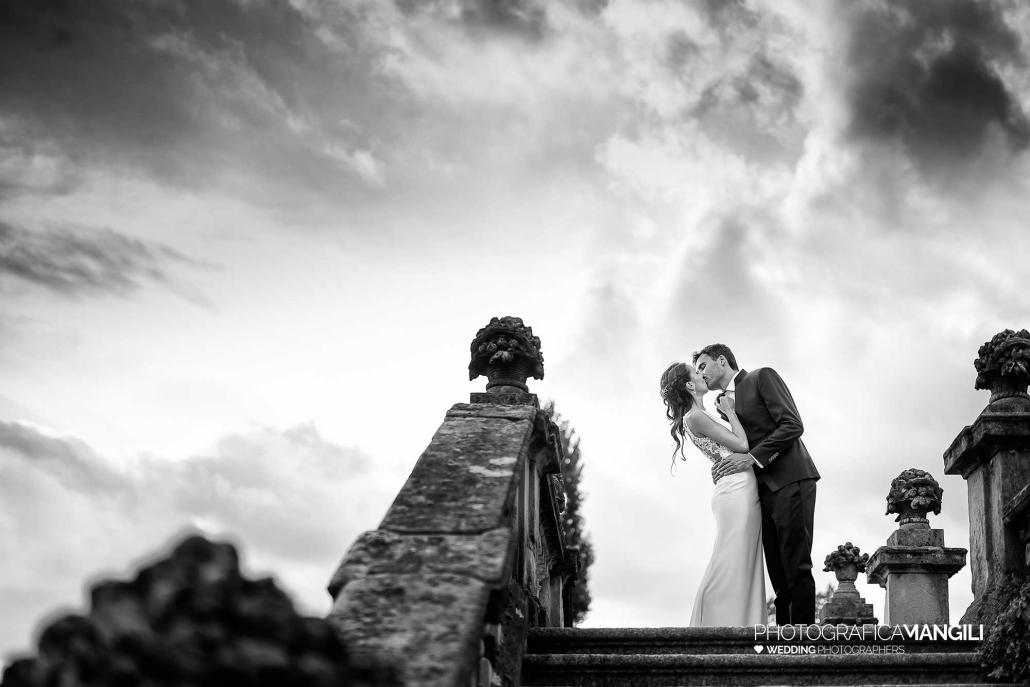 043 reportage foto matrimonio wedding ritratto sposi bacio bianco nero villa orsini colonna imbersago lecco