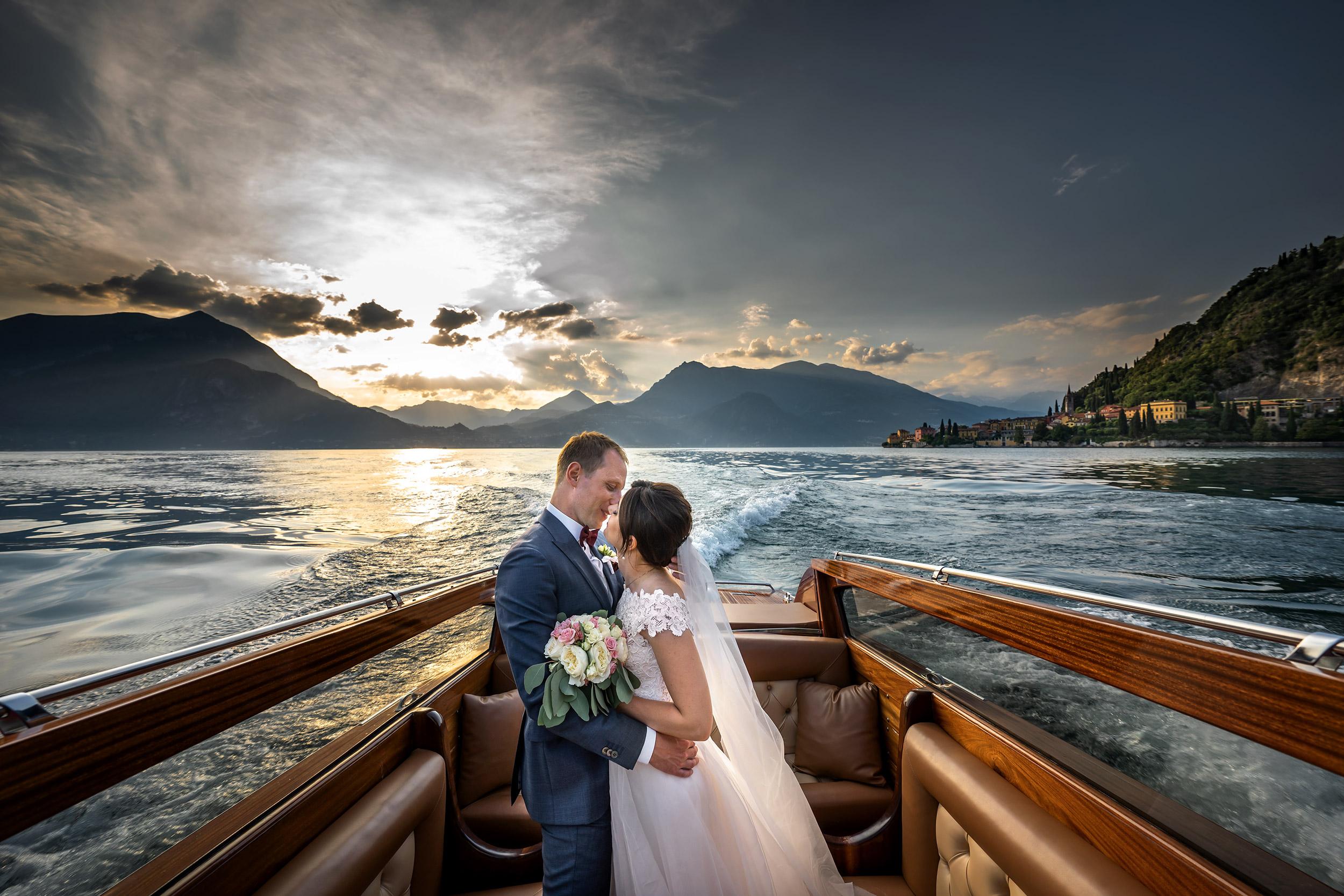 000 fotografo matrimonio reportage top wedding ritratto sposi motoscafo varenna lecco como lake copia