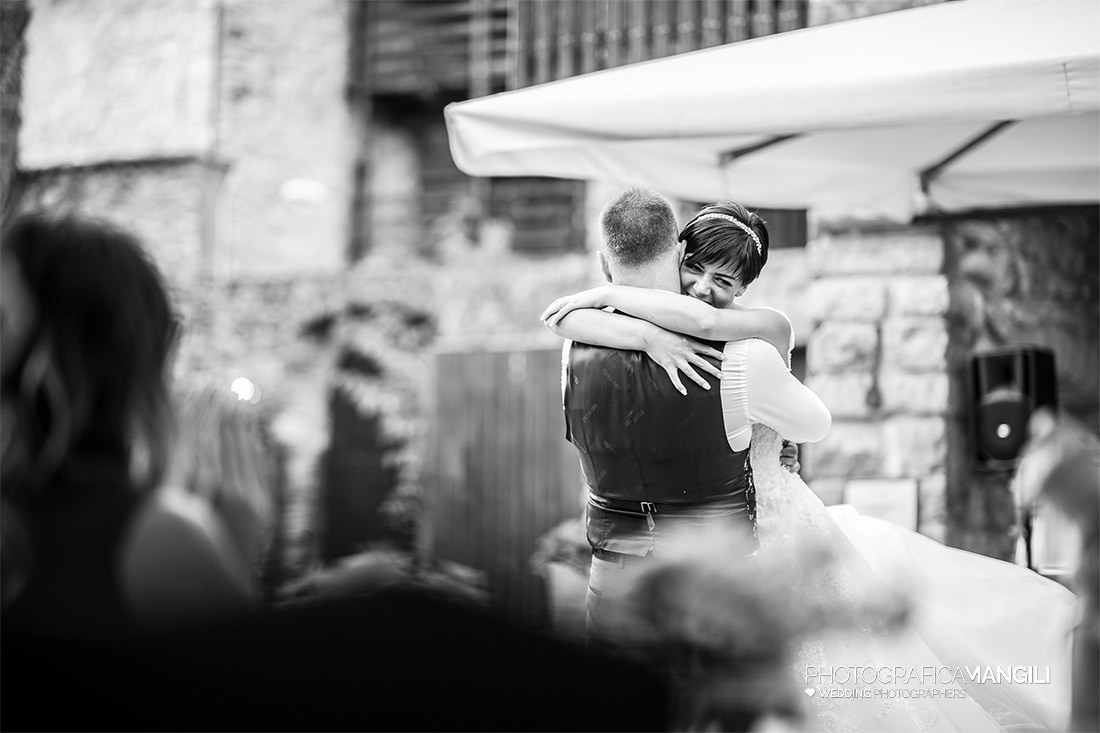 AAAAA 72 sposa abbraccio sposo