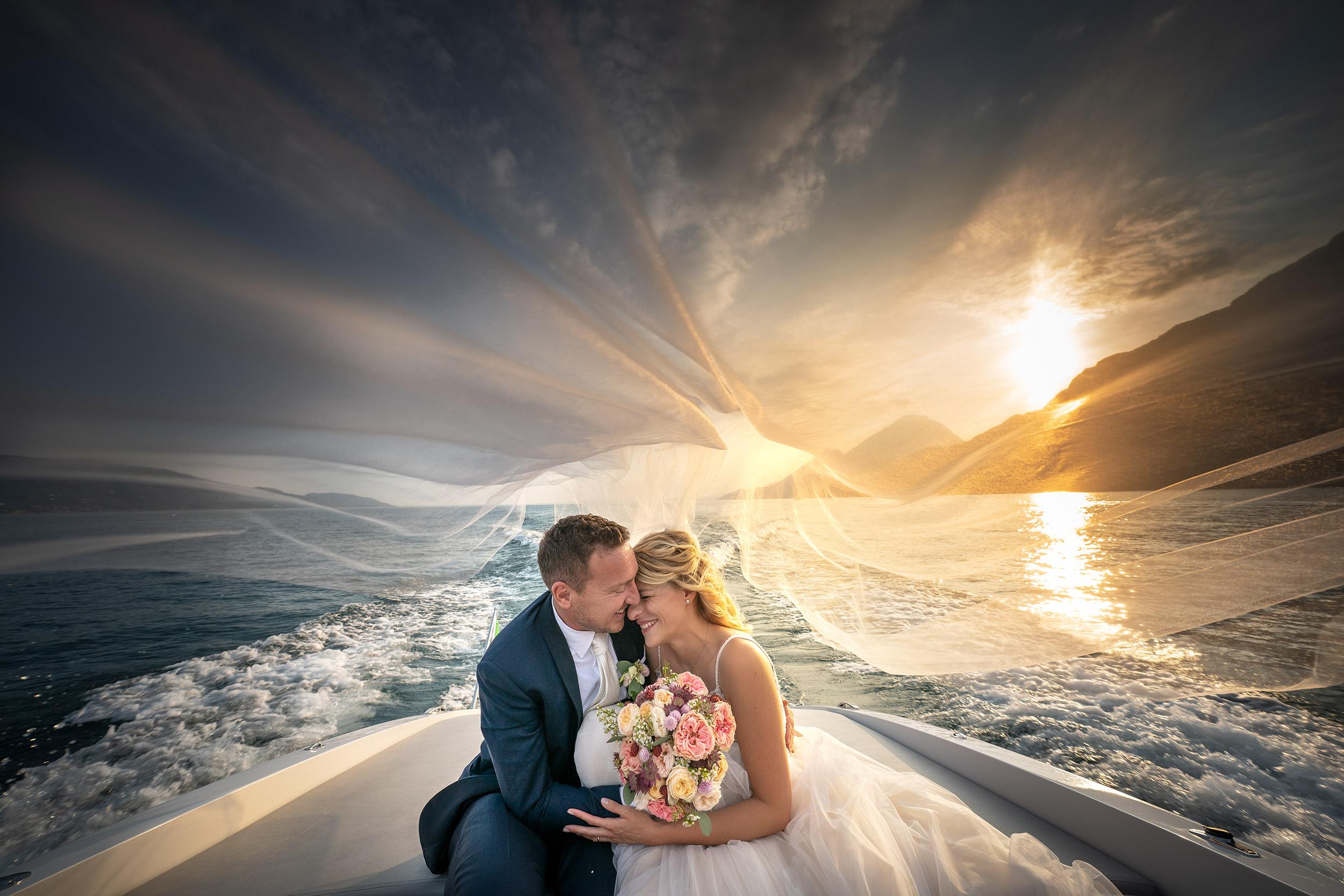 038 fotografo matrimonio wedding sposi motoscafo barca lago di garda 2