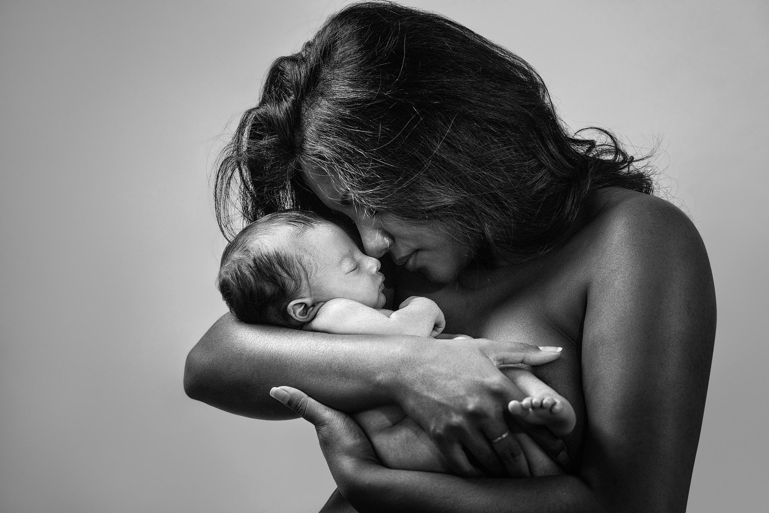 006 fotografo lecco ritratto portrait new born baby