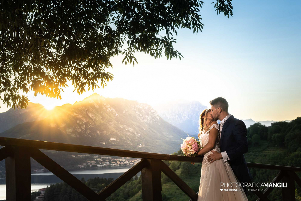 000 fotografo matrimonio reportage wedding sposi bacio romantico tramonto castello rossino calolziocorte lago como lecco copia