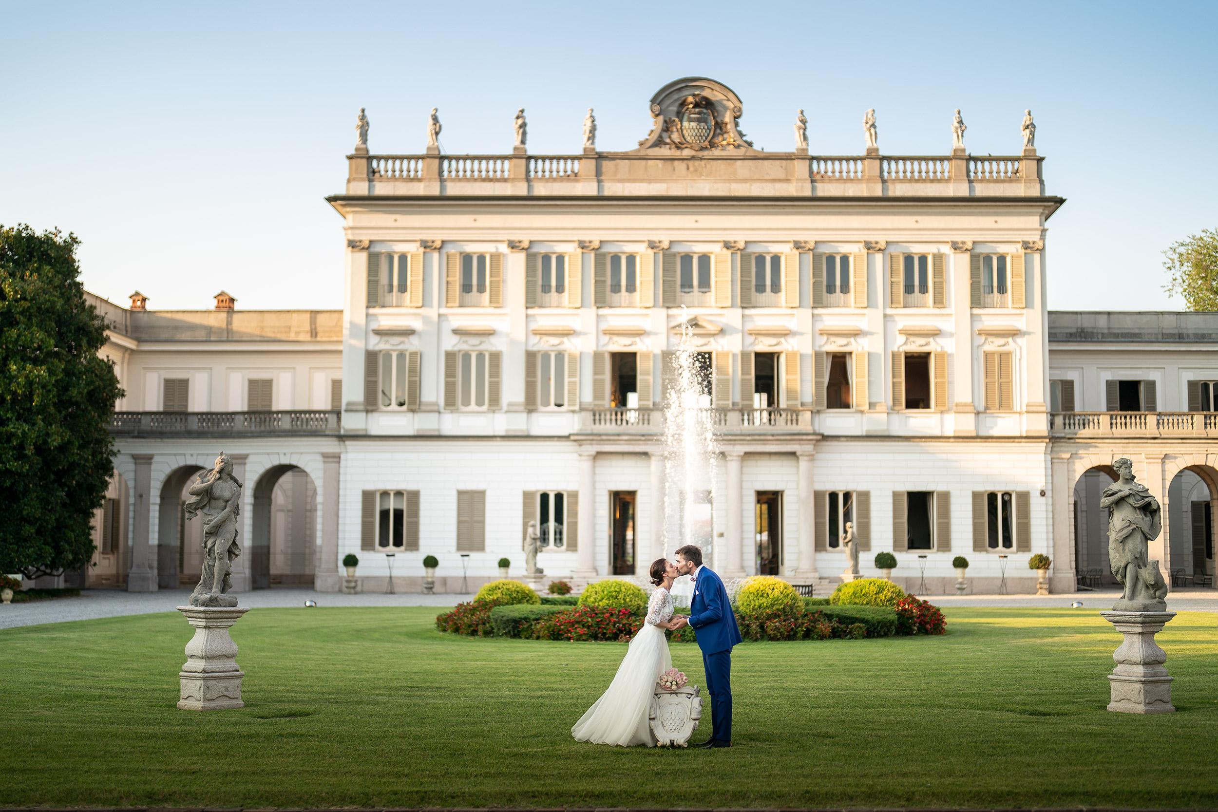 053 fotografo matrimonio reportage ritratto wedding sposi bacio villa borromeo cassano d adda milano 2